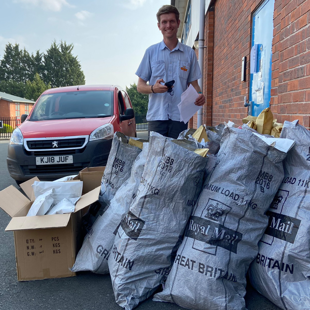 HDANYWHERE donate 10,000 masks duing the first 2020 lockdown in the UK